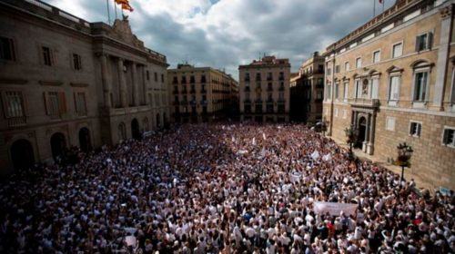 Thousands demand that Spanish, Catalan leaders negotiate