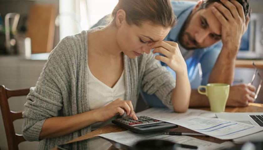 4 in 10 say if interest rates rise they could be in financial trouble: poll