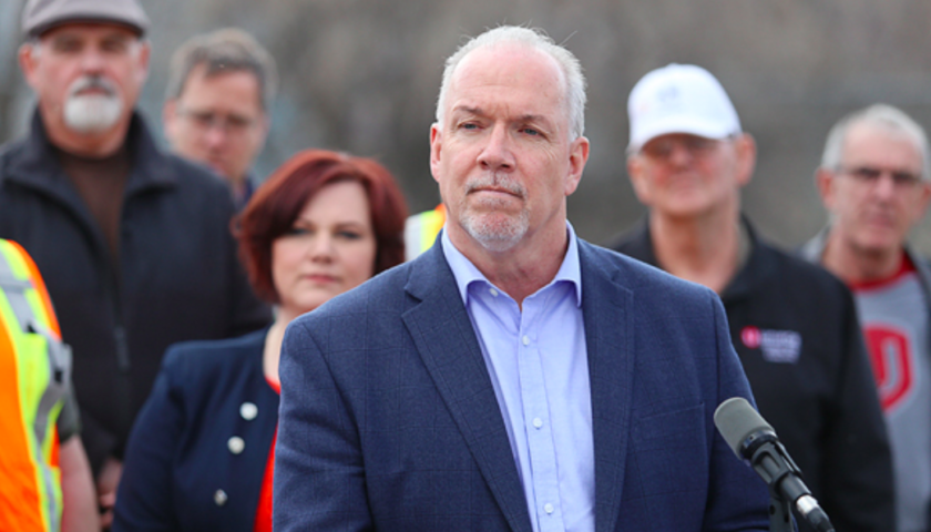 B.C. premier receives lukewarm reception at Chamber of Commerce luncheon