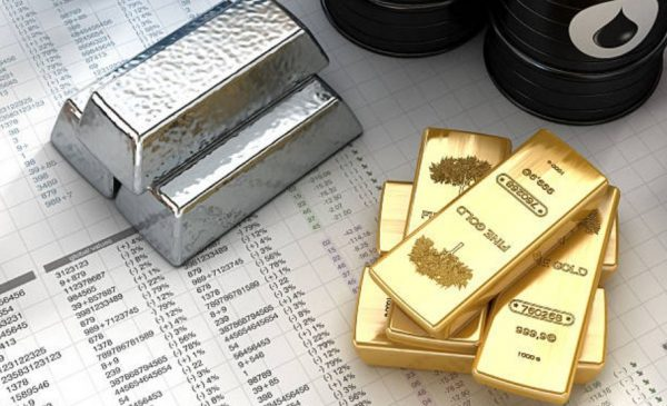 Toronto edges higher on rise in gold while crude ends unprecedented slump