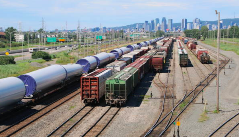 Canadian crude-by-rail exports rise to record high in April, NEB reports