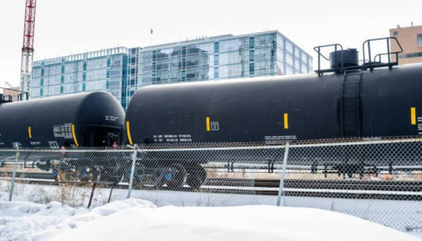 Crude-by-rail shipments hit record high over 400,000 bpd in January