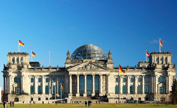 German economy shrinks, casting shadow over European growth