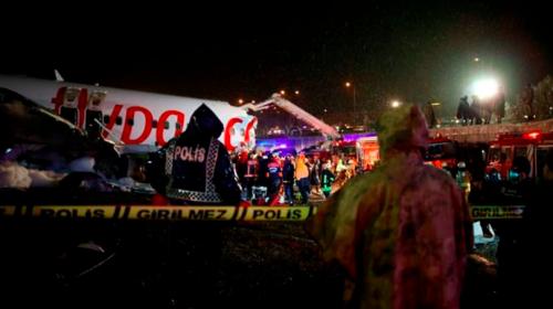 Plane skids off Istanbul runway, breaks apart; 139 hurt