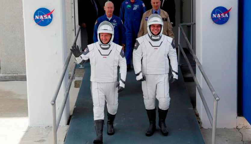 2 U.S. astronauts arrive at launch pad for SpaceX launch