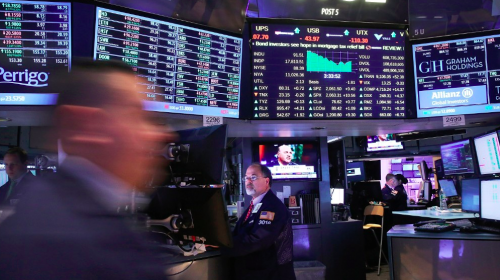 S&P/TSX composite edges lower, while U.S. stock markets are mixed