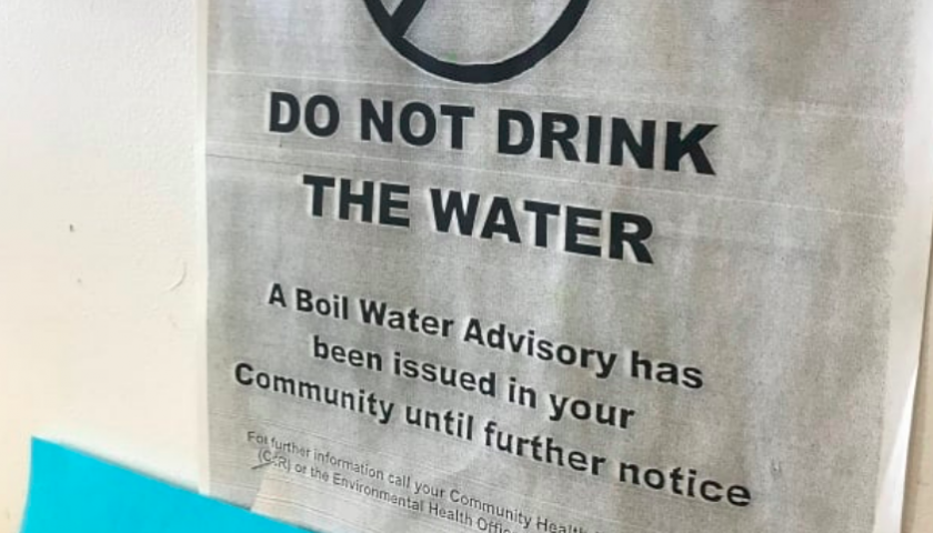Hundreds evacuated from northwestern Ontario First Nation over water crisis