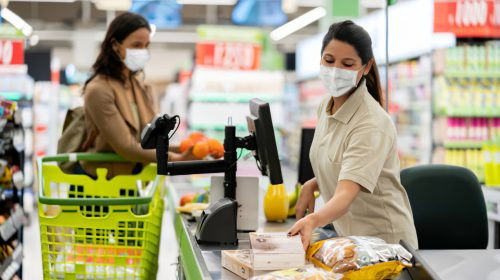Front-line retail workers call for the return of COVID-19 pay bump as cases spike