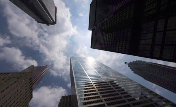 Energy powers S&P/TSX composite index to highest level since February; loonie up